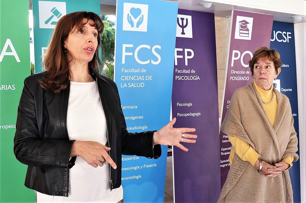 De Izq a Der: Msc. María Benzzo, Directora de la carrera; Ing. Alejandra Saux, Secretaria de Gestión - Ciencias de la Salud. Crédito: Gentileza UCSF