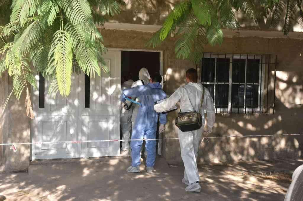 En la escena del cruento suceso los investigadores secuestraron material estupefaciente, un arma de fuego y cerca de una veintena de vainas servidas. Crédito: El Litoral