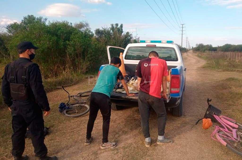 Efectivos del destacamento 13 de Las Colonias puso bajo arresto a dos jóvenes de 21 años y un menor de edad. Crédito: Gentileza Prensa URXI