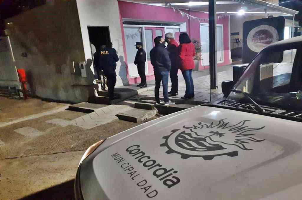 Los organizadores de una fiesta en Concordia rompieron la faja de clausura y continuaron con el evento. Crédito: Gentileza