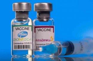 Un estudio muestra que vacunarse con una dosis de AstraZeneca y otra de Pfizer tiene respuesta inmune fuerte