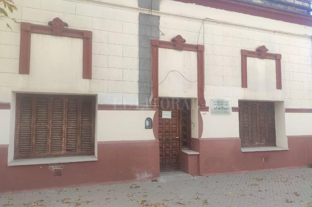 La policía de Gálvez allanó el jueves pasado un geriátrico de calle Dorrego al 600, donde se alojaban once ancianos, cuatro de ellos en lamentable estado de atención. Crédito: Archivo El Litoral