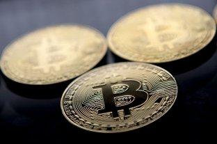 """El bitcoin """"fulmina"""" su máximo histórico por encima de los 66.000 dólares"""