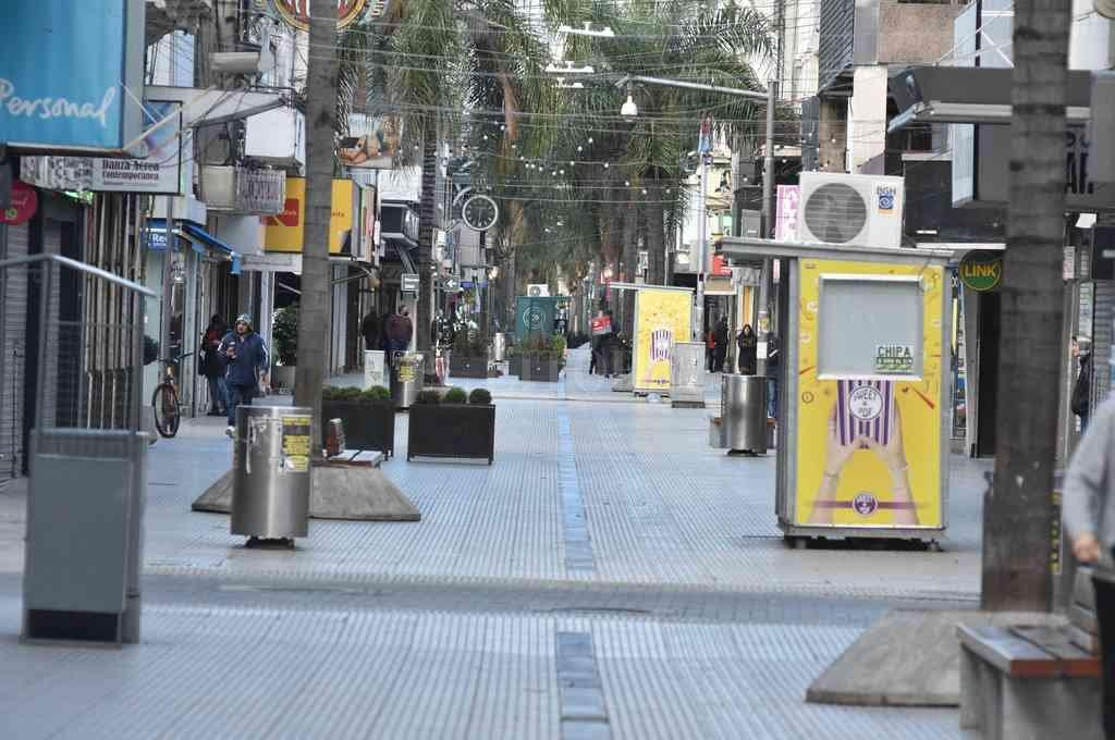 Desolada. La Peatonal San Martín, casi vacía este sábado. Crédito: Guillermo Di Salvatore