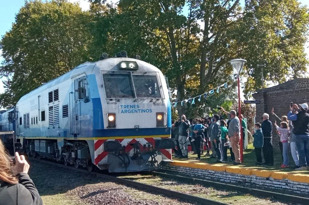 Similar. La formación ferroviaria será como ésta, que comenzó a funcionar este mes en la localidad de Serodino. Crédito: Archivo