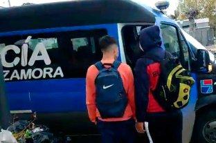 Insólito: 14 demorados por jugar al fútbol a metros de la policía