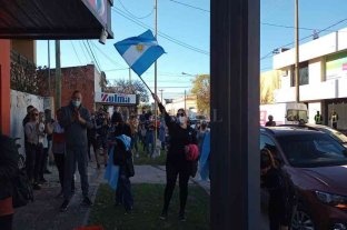 """Masivas movilizaciones por la """"libertad"""" y en rechazo al cierre total de comercios"""