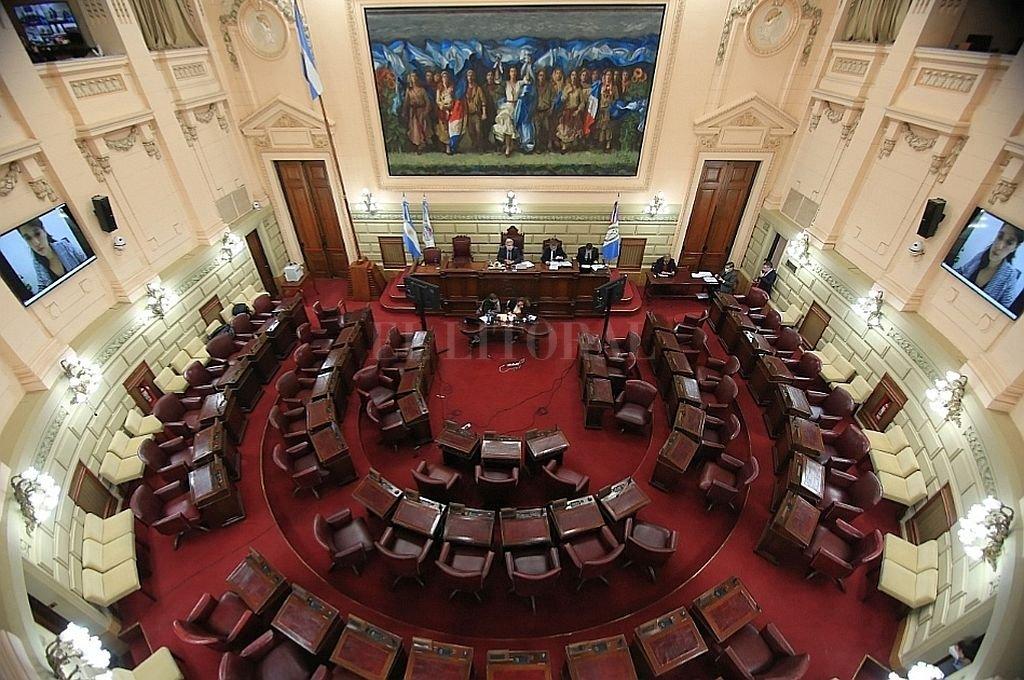 Otra vez por el protocolo, solo Farías en el recinto de Diputados y el resto desde las pantallas.  Crédito: Cámara de Diputados