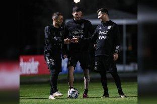 La Selección Argentina hizo fútbol en la práctica nocturna