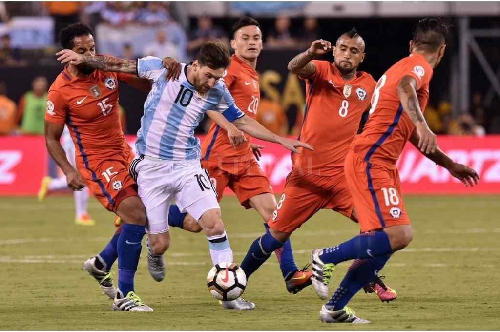 El capitán de la Albiceleste sólo perdió un encuentro de los nueve que jugó contra la selección chilena Crédito: Gentileza
