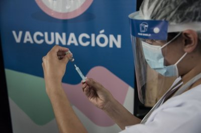 Vacunación en Argentina: casi el 30% de la población recibió la primera dosis -  -