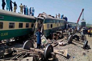 Ascienden a 63 los muertos tras el doble accidente ferroviario en Pakistán
