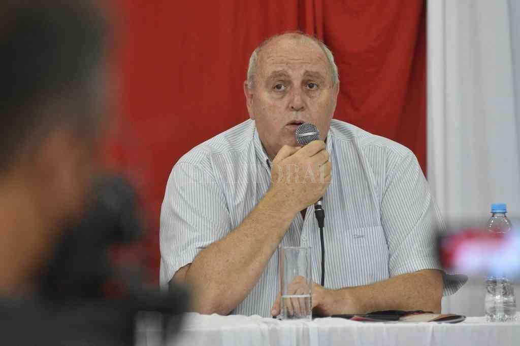 Luis Spahn fue el encargado de dirigir la palabra en la reunión de comisión directiva que se realizó este lunes en el club. Crédito: Pablo Aguirre