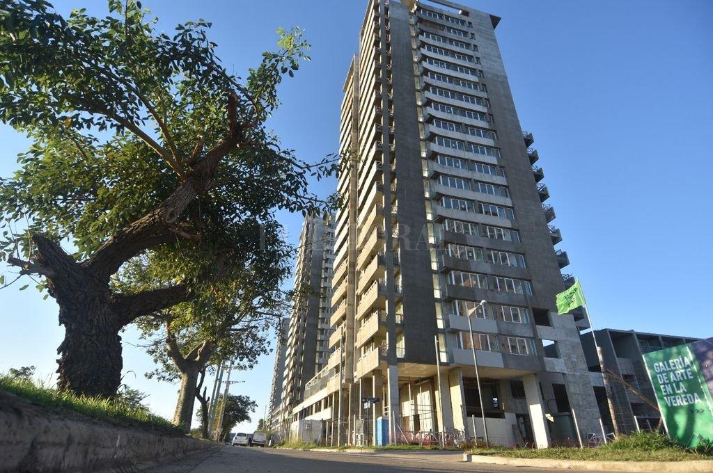 Las nuevas viviendas se construirán en el terreno lindante hacia el norte de las torres ya construidas. Crédito: Manuel Fabatía