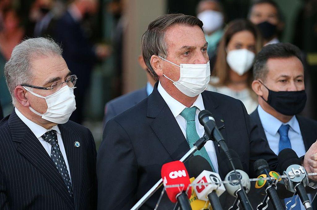 Bolsonaro y Queiroga están de acuerdo. El presidente y el ministro de Salud de Brasil justifican celebrar la Copa América en su país. Crédito: Gentileza