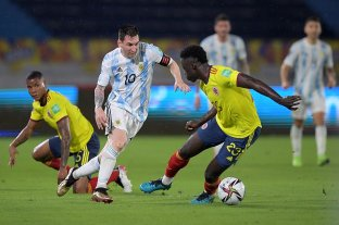 A la Argentina se le escapó en el final y empató con Colombia