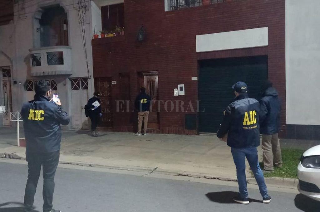 En nuestra ciudad. Uno de los allanamientos se hizo en barrio Candioti Norte y otro en barrio La Esmeralda. Crédito: El Litoral