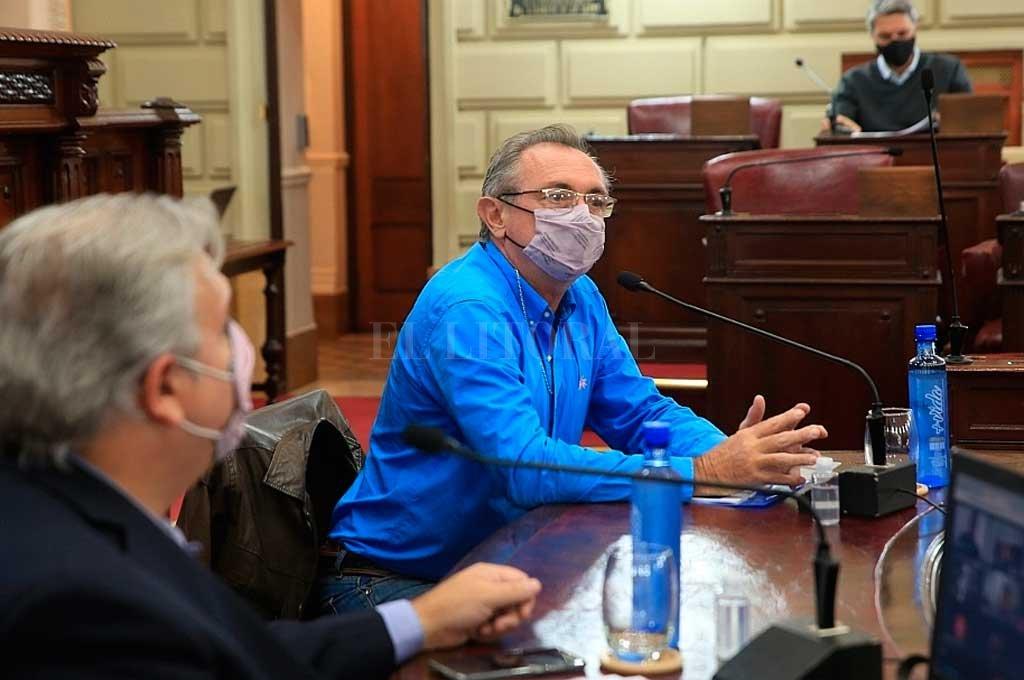 El presidente de la Cámara, Pablo Farías, y el ministro de la Producción, Daniel Costamagna, encabezaron la reunión desde el propio recinto de Diputados. Crédito: El Litoral