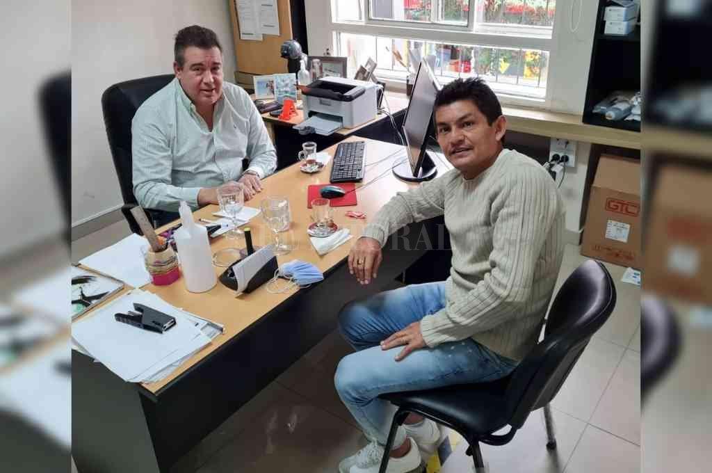 El Pulga se reunió este martes con el vicepresidente de Atlético Tucumán, Miguel Abbondándolo. Crédito: Gentileza