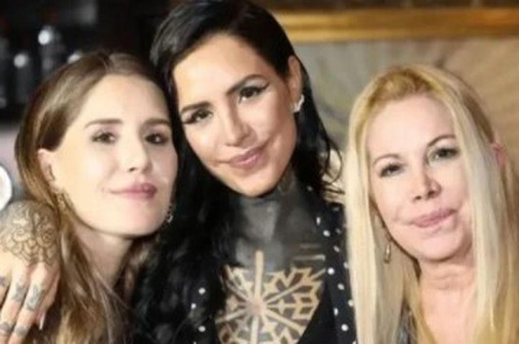 Soledad Aquino y sus hijas, Micaela y Candelaria Tinelli Crédito: Captura de pantalla