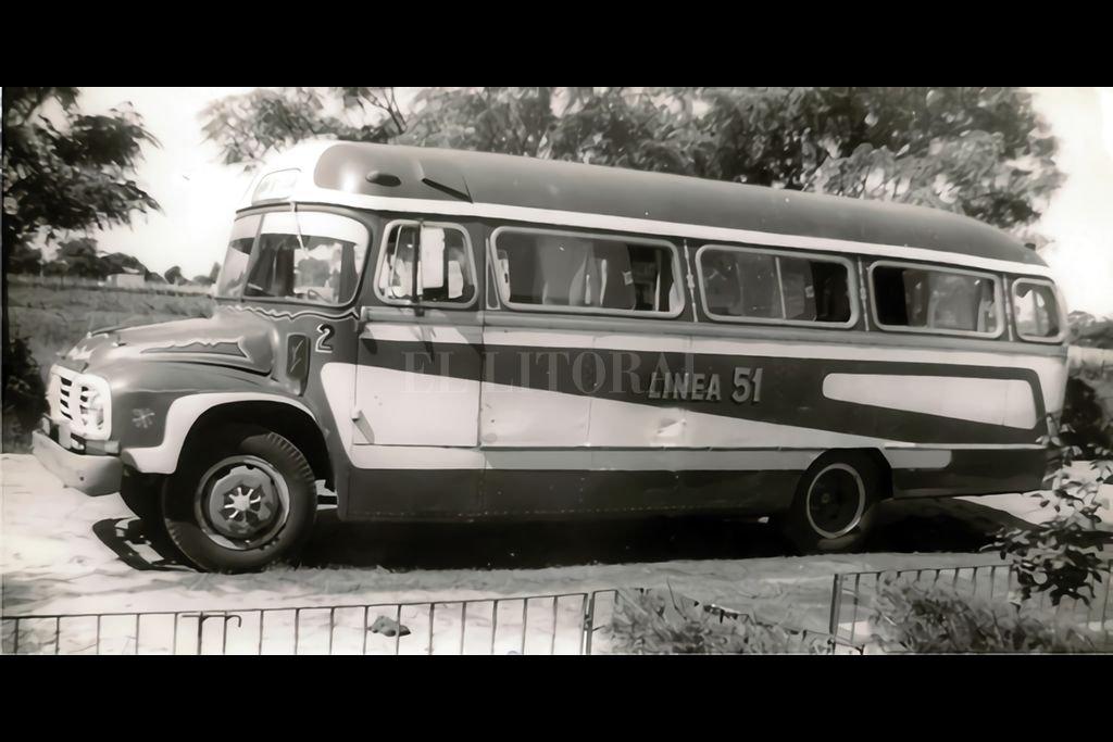 Unidad carrocería Varese sobre chasis Bedford J6LZ1, fabricada aproximadamente entre 1961 y 1963. Perteneciente a la línea urbana 51 de la ciudad de Santa Fe. Crédito: Imagen de Guillermo Scheidegger, Gentileza de Oscar Pecorari