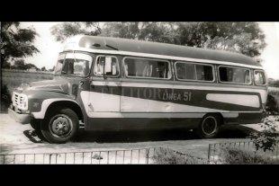 Una investigación sobre los ómnibus que recorre la Santa Fe del siglo XX