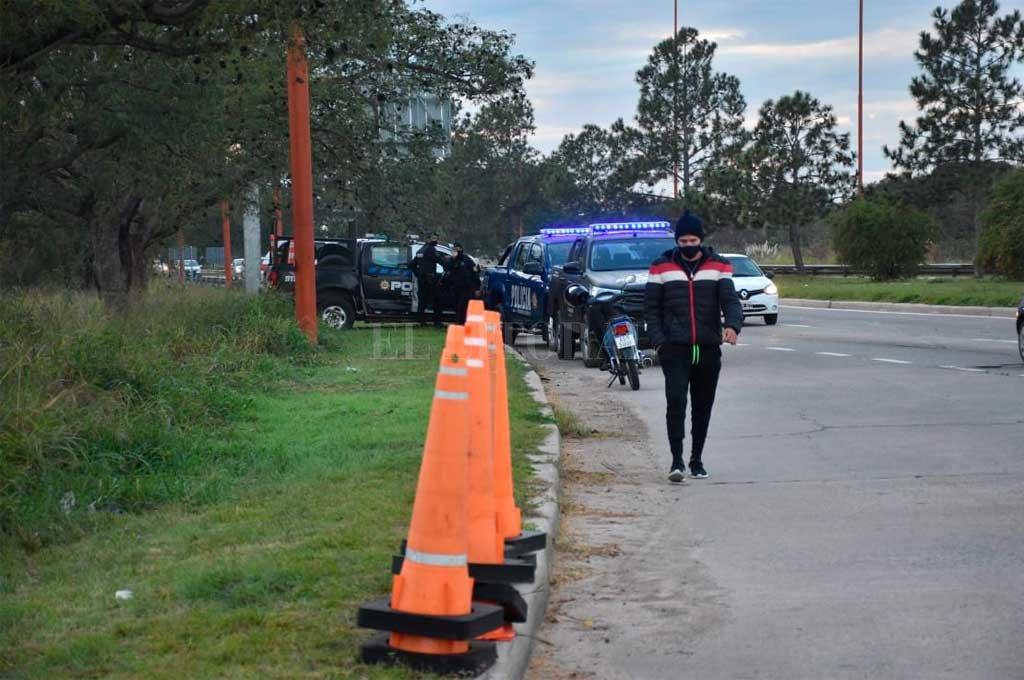 Las fuerzas de seguridad trabajaron en el lugar para ordenar el tránsito Crédito: Flavio Raina