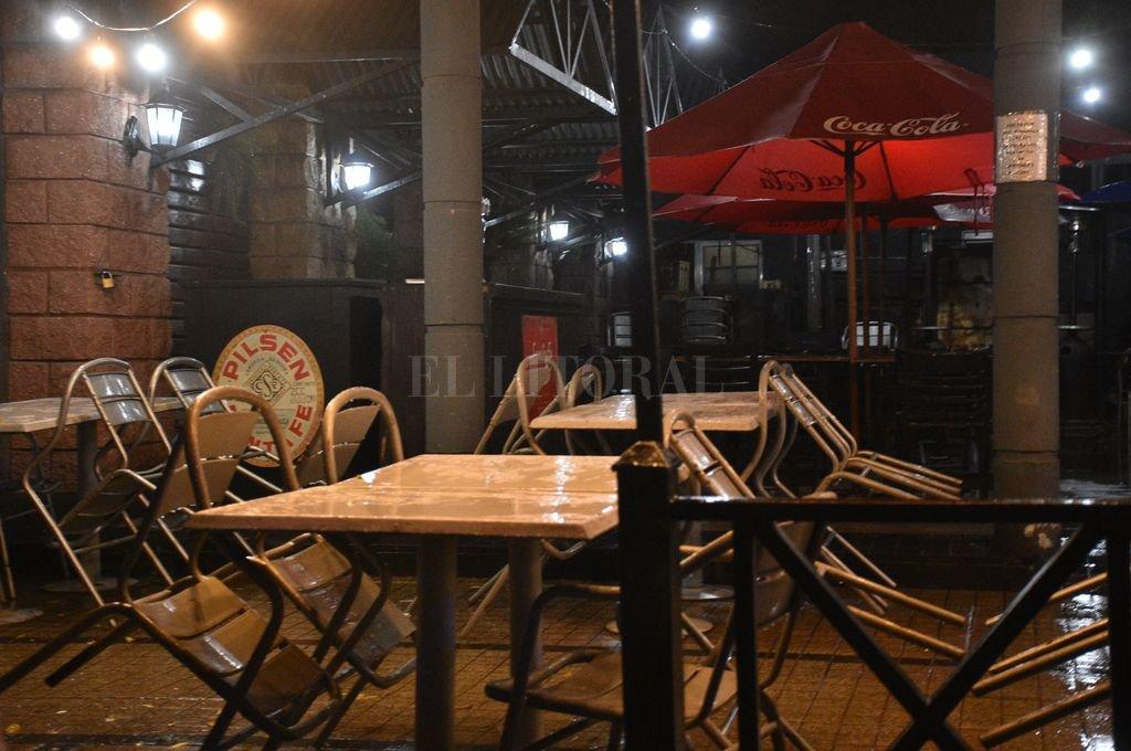 Los locales gastronómicos pueden trabajar con público hasta la hora 19. Crédito: Manuel Fabatía