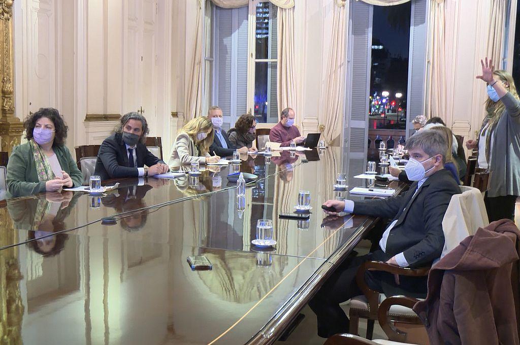 Cafiero y Vizzotti se reunieron con expertos para analizar la situación sanitaria y preparan un nuevo DNU