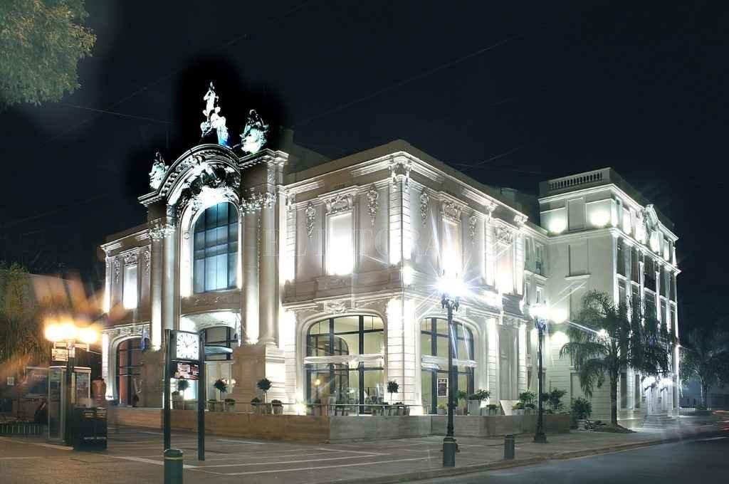 El Teatro Municipal 1° de Mayo, unos de los lugares patrimoniales simbólicamente más caros para la ciudadanía santafesina.    Crédito: Archivo El Litoral