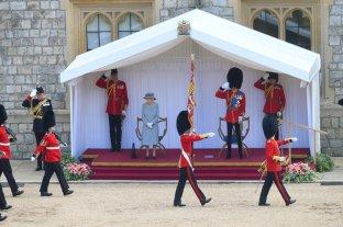 Isabel II celebra 95º cumpleños en el Trooping the Colour, acompañada por el duque de Kent