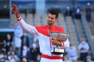 Djokovic levantó dos sets, venció a Tsitsipas y ganó su segundo Roland Garros