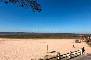 Sigue bajando el Río Paraná: 61 cm en la ciudad de Santa Fe - Así lucía este domingo la Laguna Setúbal, a la altura de los espigones. -