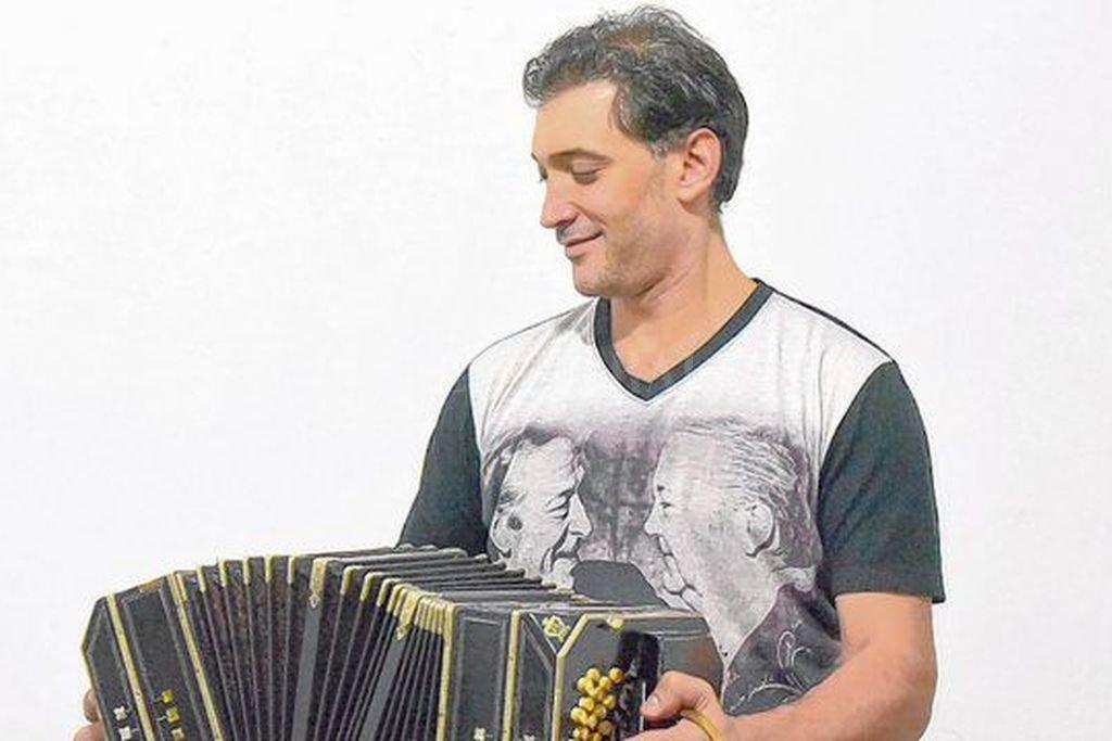 """El cantautor y bandoneonista rosarino, con más de dos décadas de trayectoria, sigue con """"La canción como arma, el tango como bandera"""" en esta nueva apuesta. Crédito: Gentileza producción"""