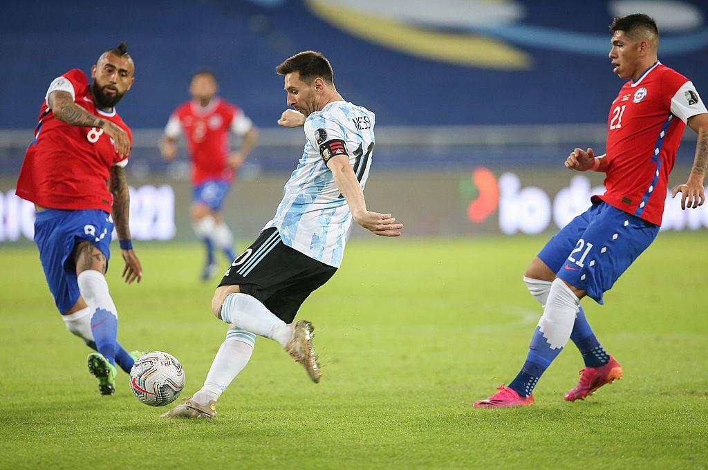 Lionel Messi jugó un muy buen partido, hizo un golazo de tiro libre y metió dos o tres pase-gol que no aprovecharon sus compañeros. Fue la figura de una selección que, con aciertos y errores, debió ganar. Crédito: Gentileza