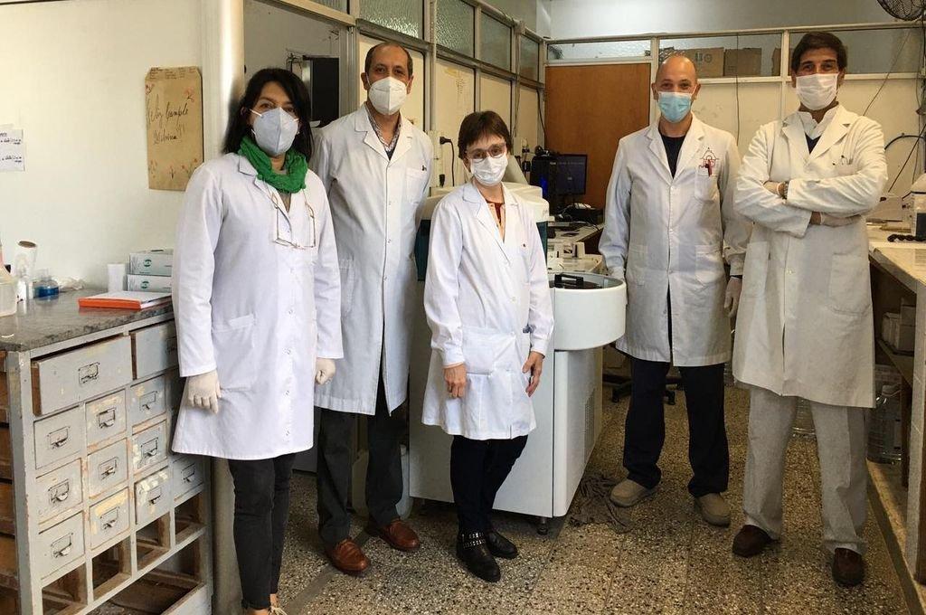 El equipo de profesionales bioquímicos del Laboratorio del Hospital Centenario, de Gualeguaychú.