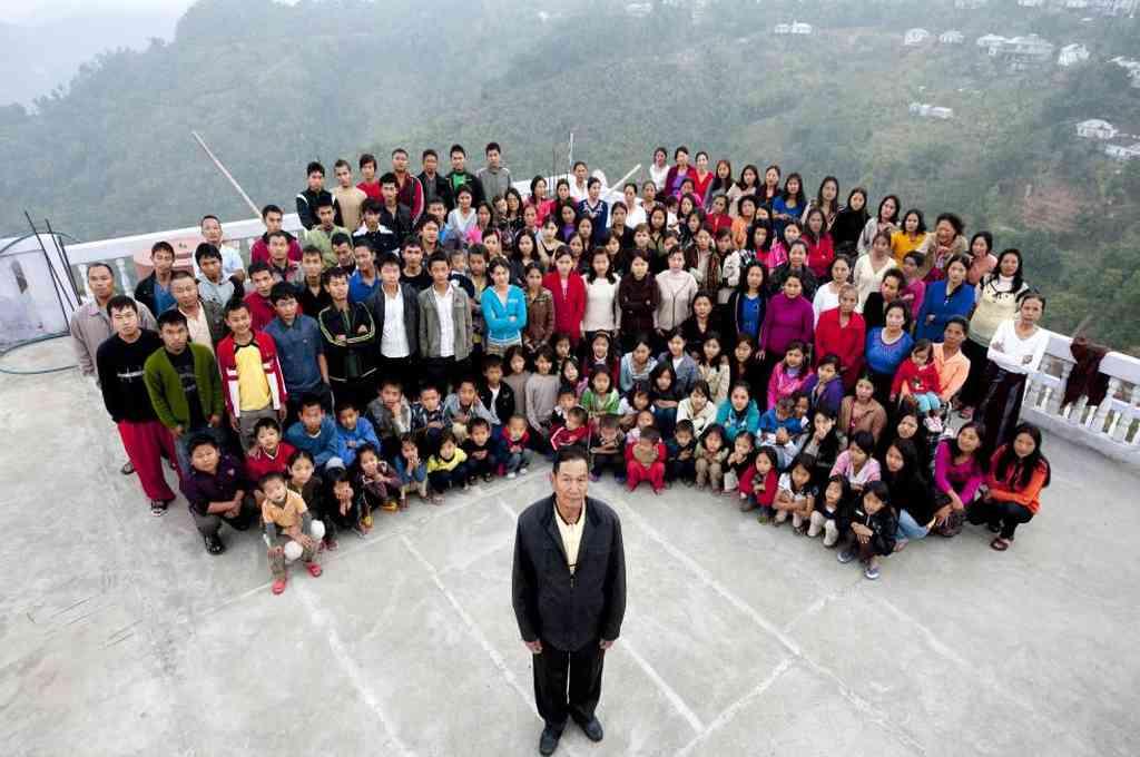 Ziona Chan y su familia. Crédito: Agencias