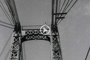 Video: así fue el salto de Meloni desde lo más alto del Puente Colgante en 1940 - Juan Carlos Meloni, en lo más alto del puente a punto de saltar.