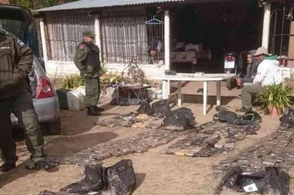 El 11 de septiembre de 2019, en Santa Rosa de Calchines, se halló la droga que acababan de bajar de un barco de bandera paraguaya. Crédito: Archivo El Litoral