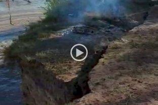 Un video registró el desmoronamiento de parte de una isla cerca de Rosario