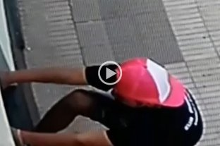 Video: vandalizaron a plena luz del día una casa en barrio Sur -
