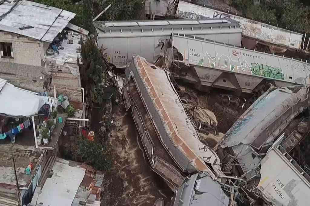 Vuelco de un tren de 108 vagones en San Isidro Mazatepec, Jalisco. Crédito: Protección Civil de Jalisco