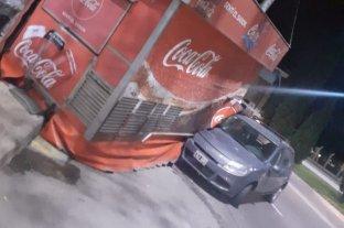 Un auto se incrustó en un