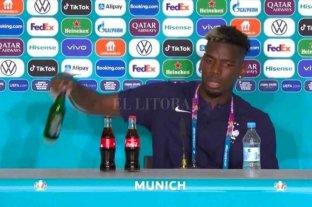 Pogba imitó a Ronaldo y quitó otra botella de la mesa en conferencia de prensa