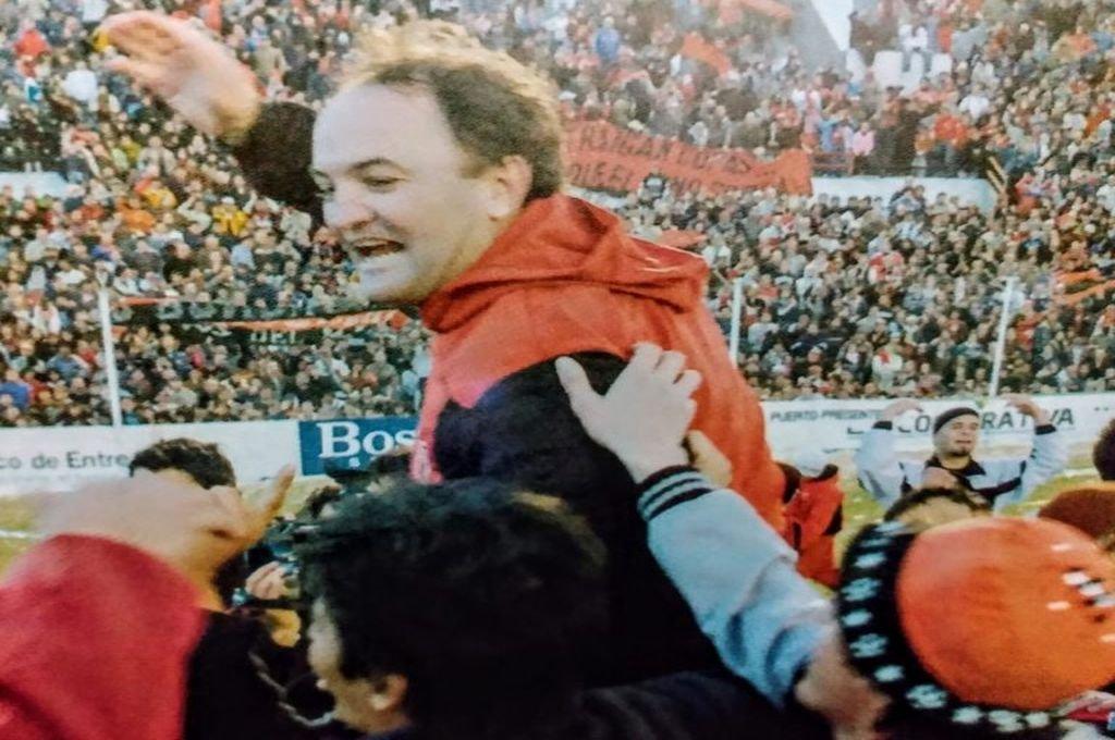 Edgardo Cervilla, el técnico del primer logro de Patronato, recordó la epopeya del 16 de Junio del 2008.   Foto:Archivo