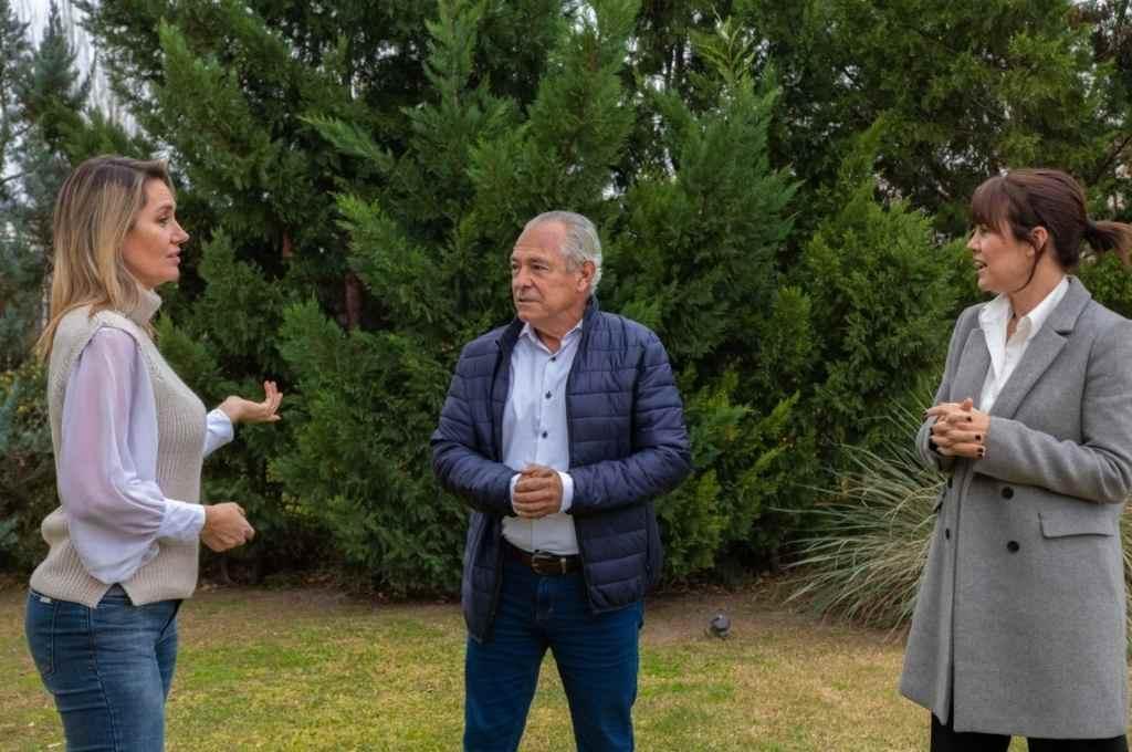 Carolina Losada, Mario Barletta y Anita Martínez se reunieron ayer en Rosario en lo que podría configurar un alianza de sectores para participar de la Paso en Juntos por el Cambio.   Crédito: Gentileza