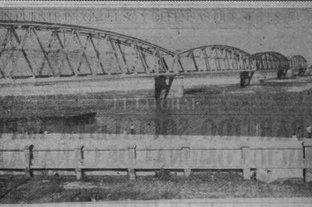 """El recuerdo de la gran bajante de 1938 que dejó el Río Paraná """"en cero"""" - Así lucía el puente ferroviario sobre la Laguna Setúbal en 1938"""