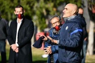 Paolo Montero firmó su contrato y dirigió su primera práctica en San Lorenzo