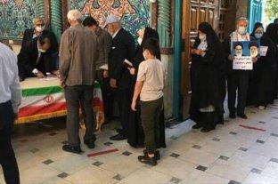 Abren centros de votación en Irán para dar inicio a las elecciones presidenciales.