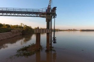 Assa refuerza la captación de agua y pide uso racional por la bajante del Río Paraná